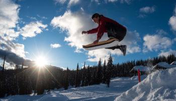 Skateboarden im Schnee mit dem SLOPEDECK